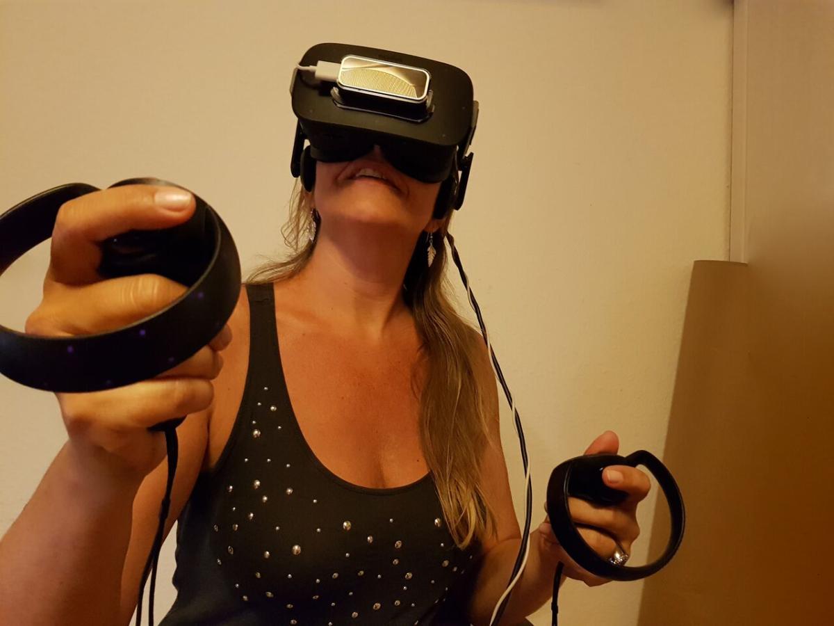 Gitte Maack med VR briller